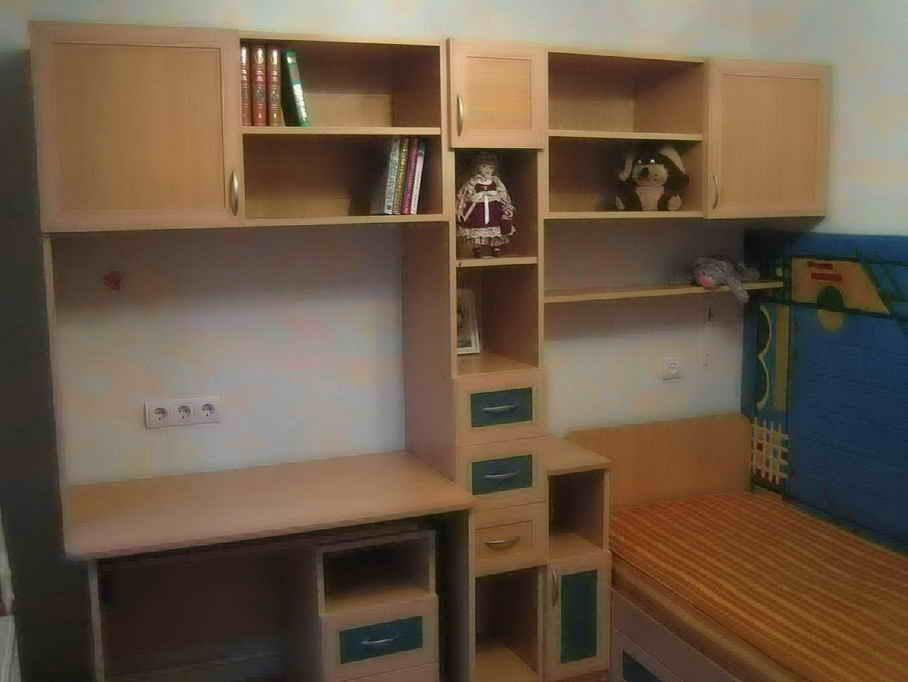 Продам б/у детскую мебель