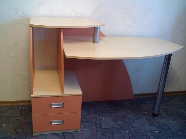 Продам оригинальный компьютерный стол