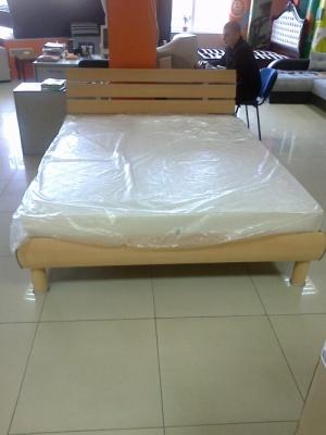 Срочно! Продам! Кровать двухспальную производства Польша